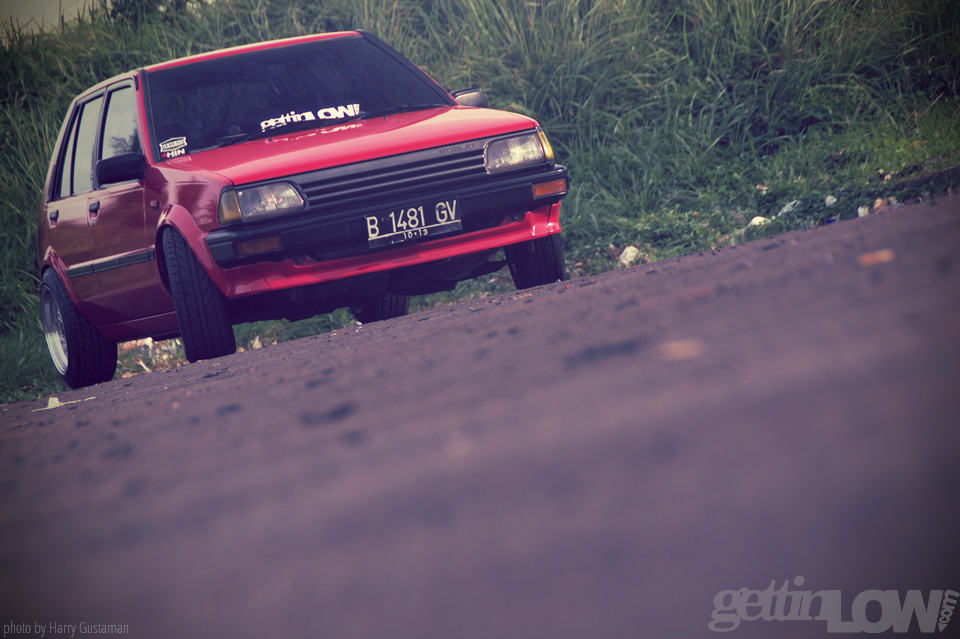 red toyota starlet 9